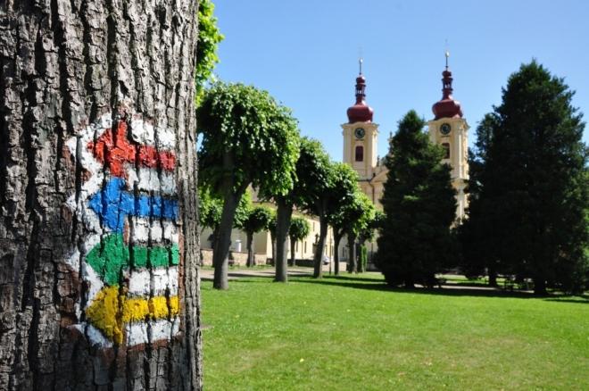 Prastaré poutní cesty, které do hejnického kostela směřovaly ze všech stran, jsou dnes protkány turistickými značkami všech barev.