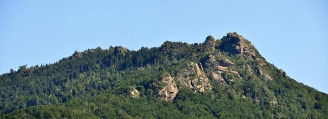 Frýdlantské cimbuří od Bílého Potoka jsem takto vyfotil při cestě zpět na Smědavu.