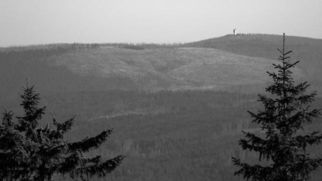 Vzdálený Poledník není nedosažitelný. Z vrcholu Roklanu míříme k němu.