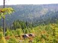 Na protější Beerenkopf (1 158 m n. m.) budeme muset šplhat, ale to až po sestupu do údolí Malé Řezné.