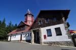 Pancíř (1 214 m n. m.) přímo na vrcholu okupuje stará horská chata s rozhlednou. Nejdřive zde byla postavena v roce 1880 jednoduchá dřevěná rozhledna, aby dne 28. září 1923 zde byla otevřena horská turistická chata s dnešní rozhlednou.