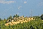 Skalka na hřebenu Jezerní stěny.