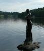 Vodní víla na kameni u břehu