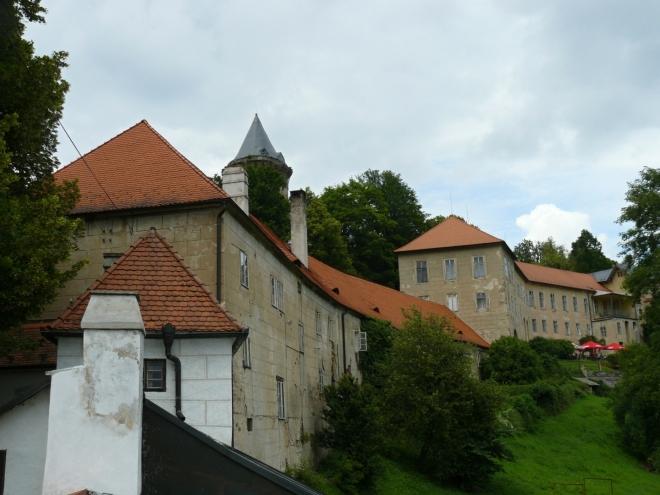 Horní část zámku, nyní využívána Českou poštou jako rekreační a školící středisko