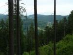 Z místa na bočním hřebeni Třešňovického kopce, kde jsme spali, byl před setměním poměrně dobrý rozhled.