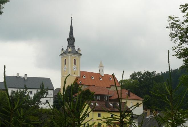 Rožmitál na Šumavě s dominantou kostela Nanebevzetí Panny Marie