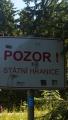 české cedule ještě zůstaly, asi nejsou peníze na jejich odstranění ... z polské strany už nikde nejsou ...