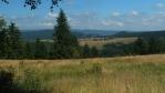 tohle je pohled do Klodska, hory se jmenujou Gory Bystrzyckie, dosahují do 900 mnm ...