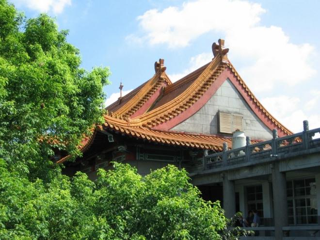 Ozdobná střecha školy