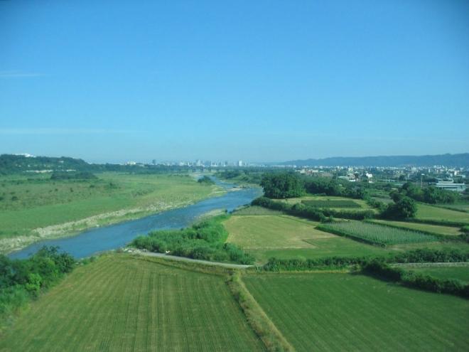 Venkovské oblasti pobřežní nížiny jsou vesměs zemědělsky obdělávány.