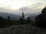 Podvečerní Lipno z vrcholu výhledové skály (mobil Paulí).