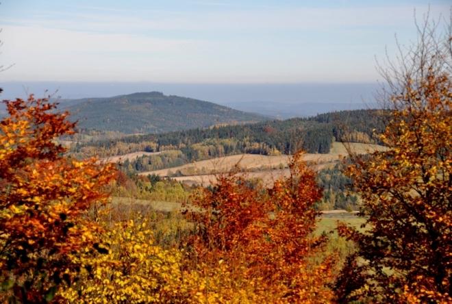 Ostrá hora (780 m n. m. ) je nad Zlatým potokem za Miletínkami.