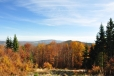Při výstupu před deseti lety jsem pohodlně fotil i vedlejší vrchol Velkého Plešného, ale teď jsem průhled hledal marně.