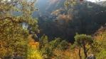 tři sta metrů se proměnilo v přibližně čtyři kilometry cestou necestou, přes Brodeslavský potok, trošku víc do kopce a pochopitelně pak z kopce na vyhlidku, ale stály za to ... Krašov proti zapadajícímu sluníčku ...