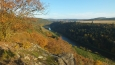 pohled z další skalnaté vyhlídky, tentokrát na řeku Berounku ... jsme asi 350 metrů nad řekou ...