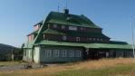 Masarykova chata je postavena na hřebenu Šerlichu v nadmořské výšce 1019 m s výhledem do Čech i do Polska.Byla postavena v režii českých turistů, za rok od slavnostního položení základního kamene v roce 1924.