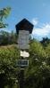 rozcestník v Šerlišském sedle, máme v nohách cca 15 km a půlku putování po hřebenovce Orlických hor ...
