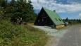 chata horské služby nad rozcestí turistických cest pod ¨velkou Deštnou 1103 mnm ... dost jsem se načekal, až bude na fotce jen chata ...