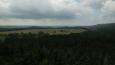 mraky byly hodně nízko, hrozila bouřka; tohle je pohled na sever, horský pás v oaru a mracích jsou Krkonoše ...