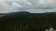 kopec před námi se jmenuje jak jinak než Skalniak a vpravo vykukuje Velká Hejšovina ...