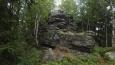 tahle skála na skalách se jmenuje Kopa Smierci, protože území leželo v Sudetech, tak ji najdete v mapách pod jménem Totenkopf; měří přes 830 metrů;kousek dál je ve skalách deska oznamující, ze tam v roce 1997 někdo zavraždil mladé študáky Annu a Roberta z Wroclawy ...