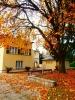 Podzim před vilou