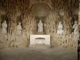 Kaple sv. Máří Magdaleny nebo také Plzeňská kaple působí dojmem zdobené jeskyně. Foceno z venku areálu, do kaple se vstoupit nedalo.