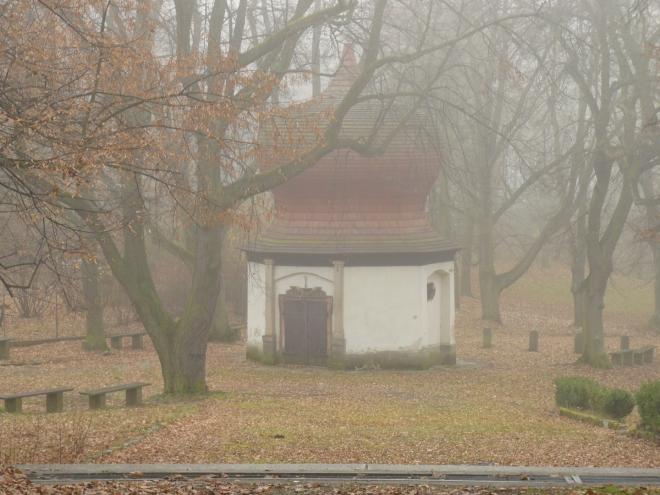 Mariánská studánka stojí na místě původní, nehluboké, vykopané roku 1634 poustevníkem Janem Procházkou, kterému se zde zázračně vyléčila slepota. Studna byla prohlubována až na 78 m a už roku 1673 nad ní byla postavena kaplička.
