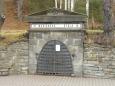 Zavřený vstup do Mariánské štoly