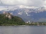 Přes Bledské jezero do městečka