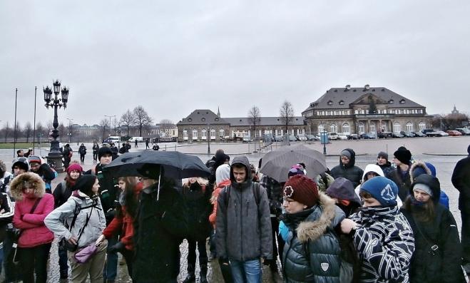 Část naší výpravy na Theaterplatz