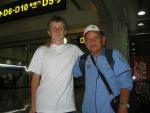 S thajským reprezentačním trenérem pétanque na tchajpejském letišti