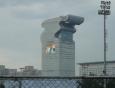 Futuristická budova IBM je kousek od olympijského areálu.