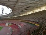 Kryté hlediště. V případě nepřízně počasí se dá zakrýt i celý stadion.