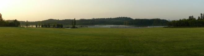 Panorama olympijského parku. Jak je vidět, je tam i pár kopečků (možná až 20 metrů vysokých), ale jsou asi umělé.