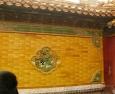 Zeď vyzdobená pěkným přírodním motivem.