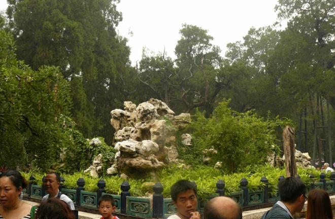 I zahrady se zvláštními skalkami se těšily zájmu spousty Číňanů.