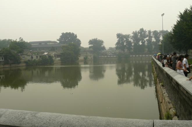 Kanál okolo Zakázaného města, zde široký asi 50 metrů