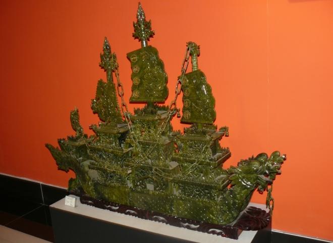 Drak je častým uměleckým námětem v Číně, a tak i tuto loď stvořili v dračí podobě.