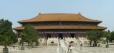 Panorama paláce před hrobkou, dnes předělaného na muzeum. Celý tento dům tvoří jeden obrovský sál.