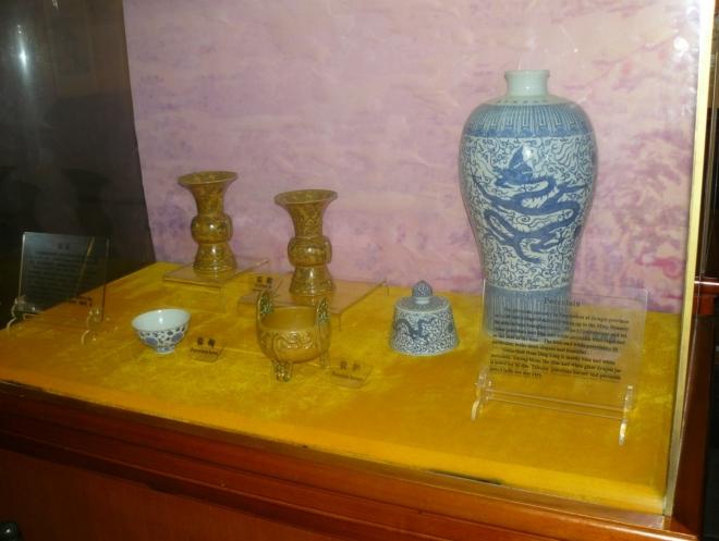 Čínského porcelánu jsem během pobytu kupodivu moc neviděl, více se Číňané chlubili výrobky z nefritu.