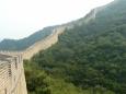 Zeď se vine krajinou nahoru na hřeben. Na této straně od brány v Badalingu bývá relativně prázdná, což je příjemné.
