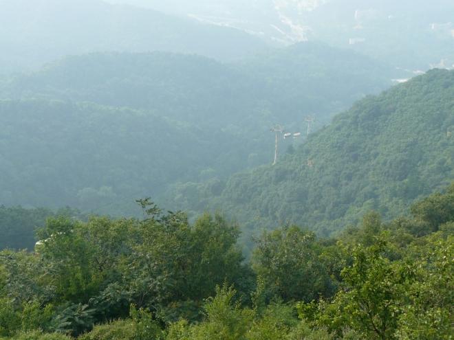 Ke zdi vede z Badalingu na hřeben i lanovka pro ne tak fyzicky zdatné nebo pohodlné, kteří však přijdou o pěkné stoupání na hřeben. Naštěstí z lanovky neproudí davy.