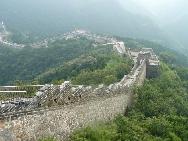 Jsem na konci, kam se dalo na této straně z Badalingu dojít. Dál zeď opravují.
