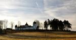 Mezi Kraselovem a Lhotou u Svaté Anny míjíme tento zajímavý kostel sv. Anny.