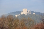 Ještě jednou Rabí, tentokrát z Žichovic. Jeho nejstarší částí je mohutná hranolová věž s úzkým parkánem a venkovním hrazením. Na přelomu 14. a 15. století pak byly vybudovány další obytné a hospodářské budovy, přibylo též opevněné druhé předhradí. Jako poslední bylo vybudováno rozsáhlé dělostřelecké opevnění s baštami.