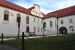 Jan Ferdinand Desfours v roce 1731 zahájil přestavbu hrádeckého zámku a to tak, že před starým renesančním zámkem nechal vystavět nový barokní zámek.