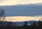 Za vrcholem Křížovky máma v dohledu zasněžený Poledník (1315 m n. m.).