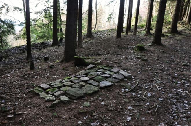 Ve druhé polovině 19. Století byly zahájeny pokusy o obnovu dolování. Pod vrcholem kopce Holub byl vyhlouben důl Antonín Paduánský a na severním svahu kopce Křížovka byla hloubena jáma Františka Serafinského, zvaná také dolem Jana Křtitele. Další důkaz byl otevřen u cesty do Drouhavče a zbyla po něm 2 až 3 m hluboká propadlina s haldou. Všechny uvedené pokusy o obnovu těžby však nebyly úspěšné.Roku 1914 bylo obnoveno jedno z ústí štol pod Křížovkou, ze kterého vytéká čistá důlní voda. Tento zdroj kvalitní vody je po řadu let využíván k napájení místního koupaliště.