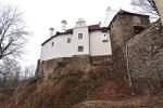 Celý komplex budov Klenová jde dobře obejít. Z náspu hradního příkopu se díky tomu otvírají velmi hezké pohledy.